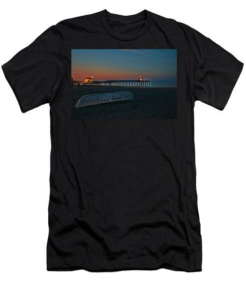 Ocean City  N J Sunrise Men's T-Shirt (Athletic Fit)