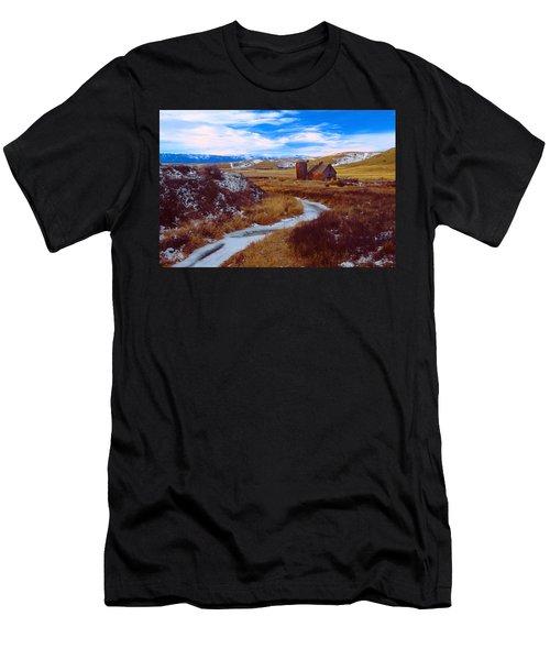 Willow Creek Barn Men's T-Shirt (Athletic Fit)