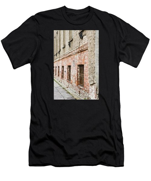 Derelict Building Men's T-Shirt (Athletic Fit)