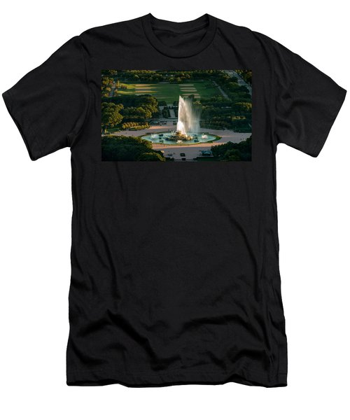 Buckingham Fountain Chicago Men's T-Shirt (Athletic Fit)