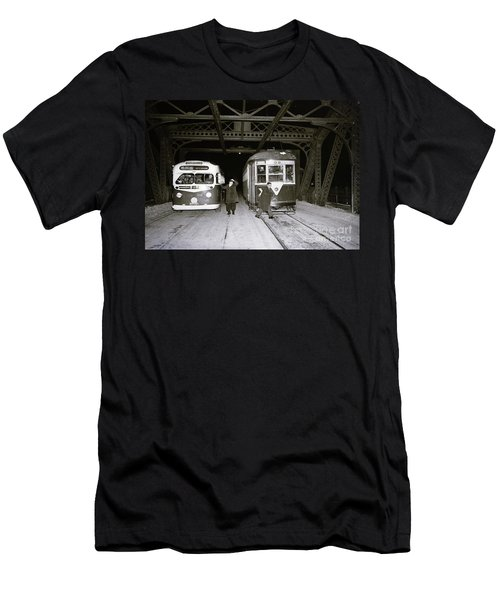 207th Street Crosstown Trolley Men's T-Shirt (Athletic Fit)