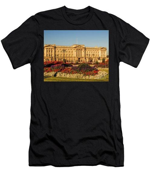 Buckingham Palace, London, Uk. Men's T-Shirt (Athletic Fit)