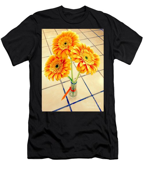 3 Golden Yellow Daisies Gift To My Beautiful Wife Suffering With No Hair Suffering Frombreast Cancer Men's T-Shirt (Athletic Fit)