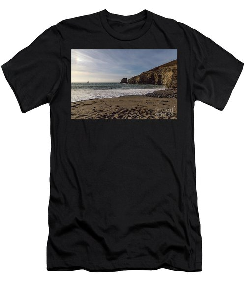 Trevellas Cove Cornwall Men's T-Shirt (Athletic Fit)