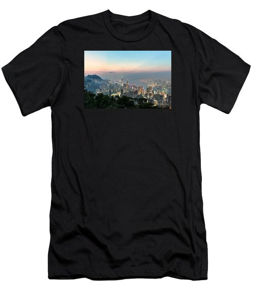 Hong Kong Skyline Men's T-Shirt (Athletic Fit)