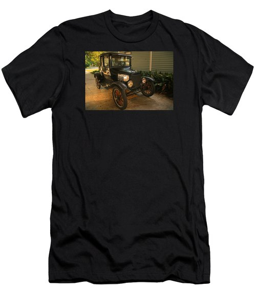 Antique Car Men's T-Shirt (Athletic Fit)