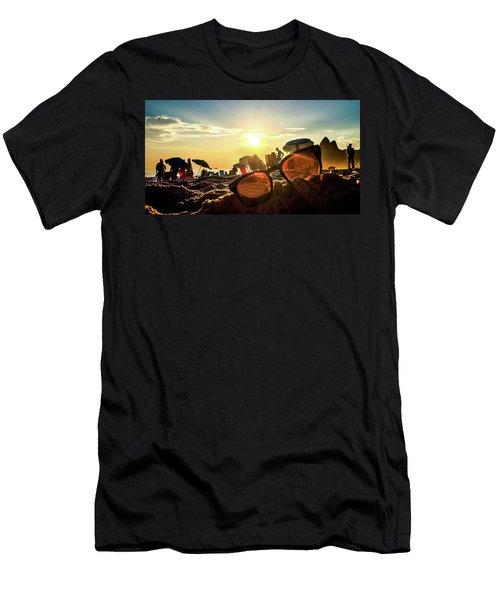 Rio De Janeiro Men's T-Shirt (Athletic Fit)