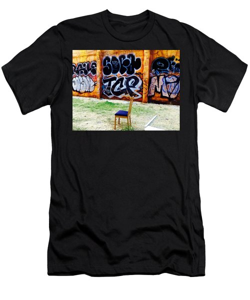 Admiring Barcelona Graffiti Wall Men's T-Shirt (Athletic Fit)