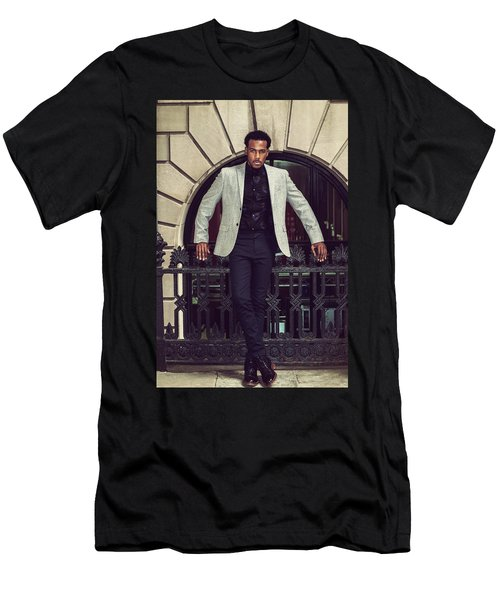 African American Businessman Working In New York Men's T-Shirt (Athletic Fit)