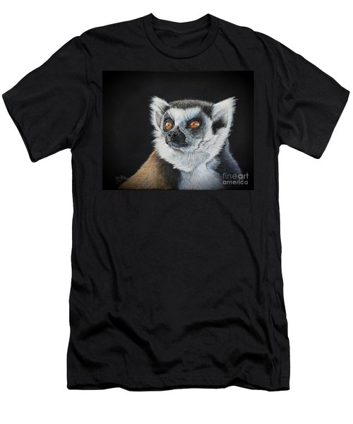 Amber Eyes......lemur Men's T-Shirt (Athletic Fit)