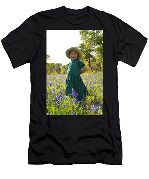 Amish Girl And Blue Bonnets I Men's T-Shirt (Athletic Fit)