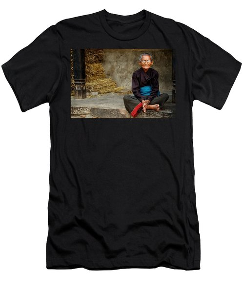 An Old Woman In Bhaktapur Men's T-Shirt (Athletic Fit)