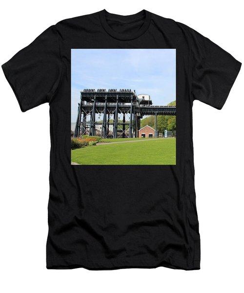 Anderton Boat Lift Men's T-Shirt (Athletic Fit)