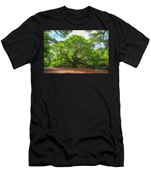 Angel Oak Tree In South Carolina  Men's T-Shirt (Athletic Fit)