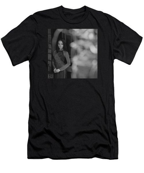 Ao Dai In Da Lat Men's T-Shirt (Athletic Fit)