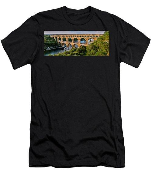 Aqueduct Pont Du Gard Men's T-Shirt (Athletic Fit)