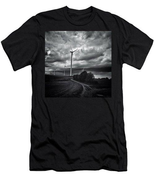 Atomlos Durch Die Nacht... #landschaft Men's T-Shirt (Athletic Fit)