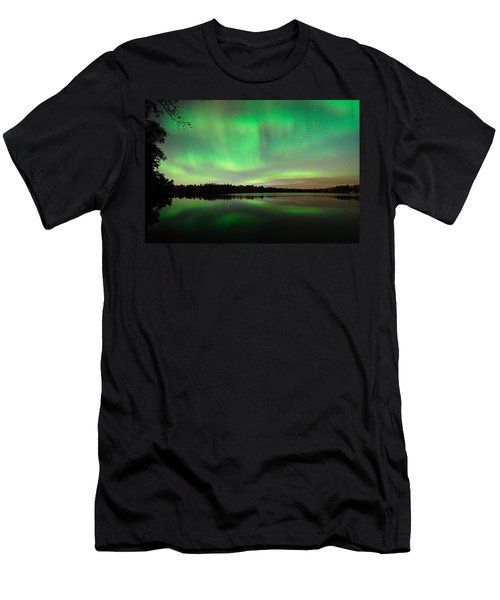 Aurora Over Tofte Lake Men's T-Shirt (Athletic Fit)