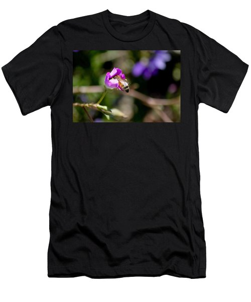 Bashful Bee  Men's T-Shirt (Athletic Fit)