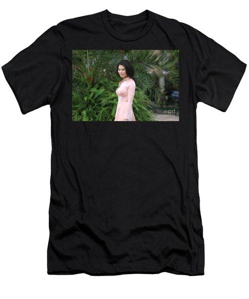 Beauty Vietnamese Woman Men's T-Shirt (Athletic Fit)