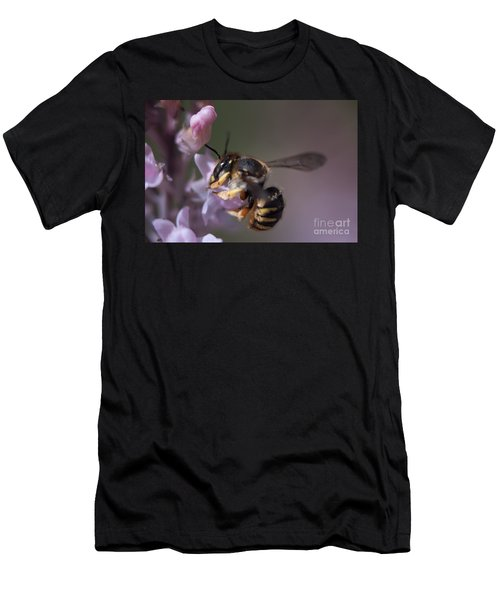 Bee Sipping Nectar Men's T-Shirt (Athletic Fit)