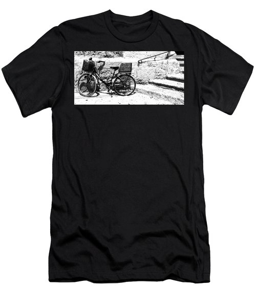 Bicyle In Cuitadella Men's T-Shirt (Athletic Fit)