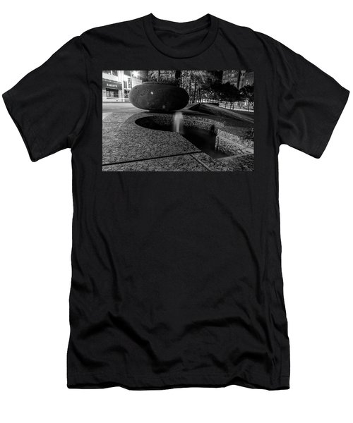 Black And White Fountain Men's T-Shirt (Athletic Fit)