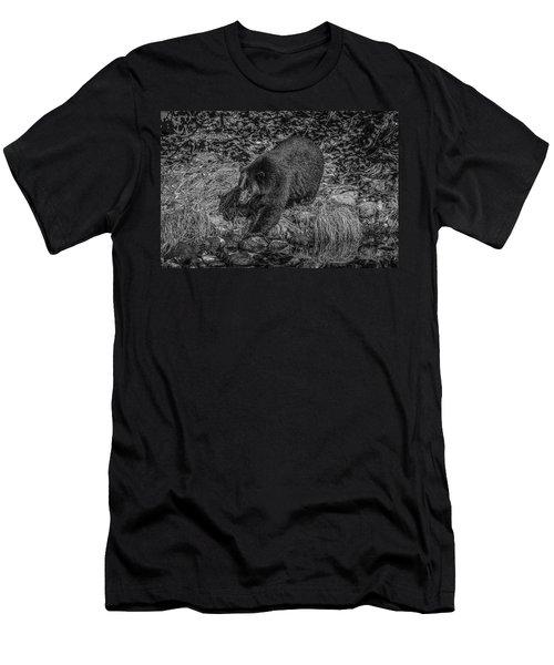 Black Bear Salmon Seeker Men's T-Shirt (Athletic Fit)