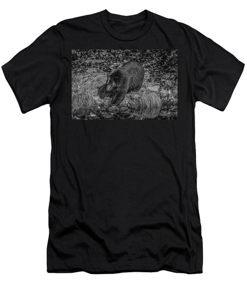 Black Bear Salmon Seeker Men's T-Shirt (Athletic Fit)