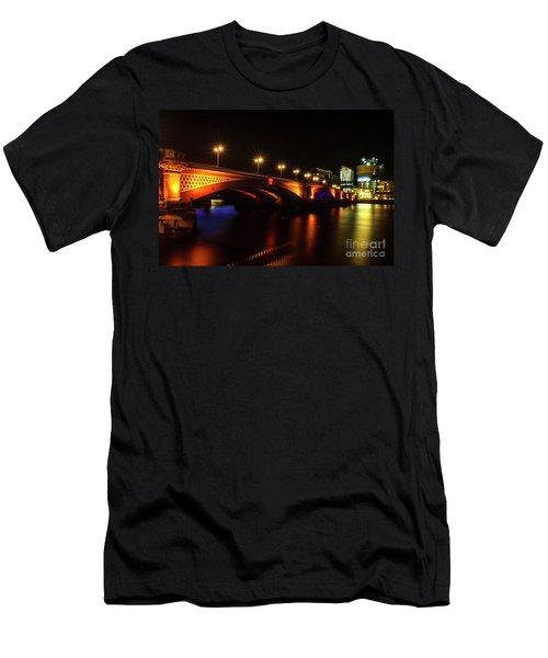 Blackfriars Bridge Illuminated In Orange Men's T-Shirt (Athletic Fit)