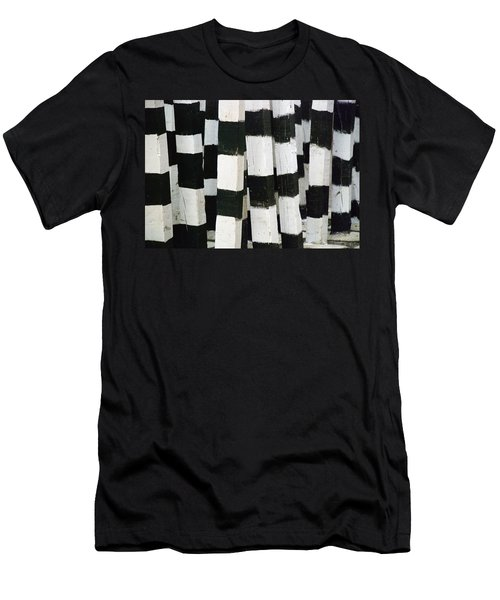 Blanco Y Negro Men's T-Shirt (Athletic Fit)