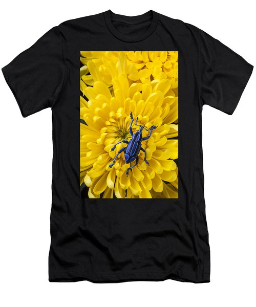 Blue Bug On Yellow Mum Men's T-Shirt (Athletic Fit)