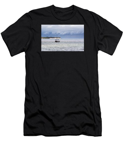 Bridlington Pirate Ship Men's T-Shirt (Athletic Fit)