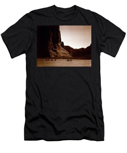 Canyon De Chelly 2c Navajo Men's T-Shirt (Athletic Fit)