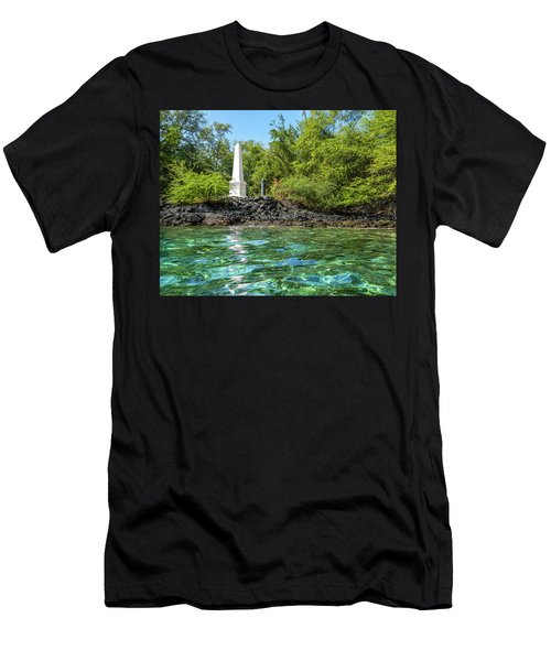 Captain Cook Monument Men's T-Shirt (Athletic Fit)