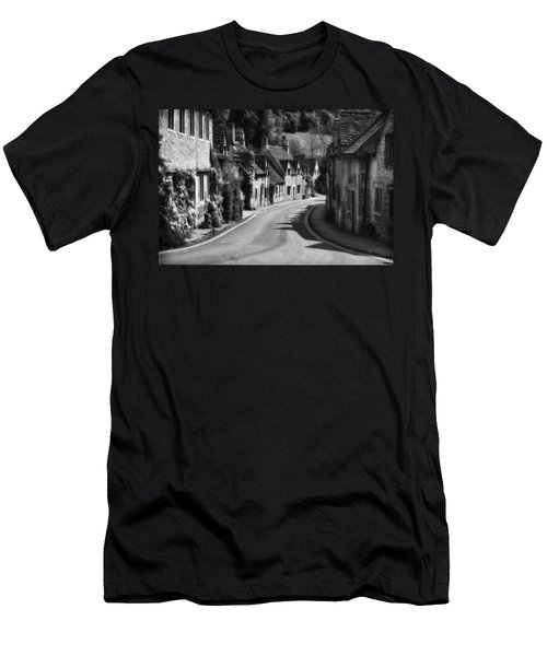 Castle Combe England 2 Bw  Men's T-Shirt (Athletic Fit)