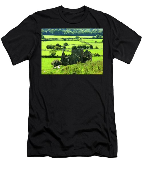 Castle Ruins Countryside Men's T-Shirt (Athletic Fit)