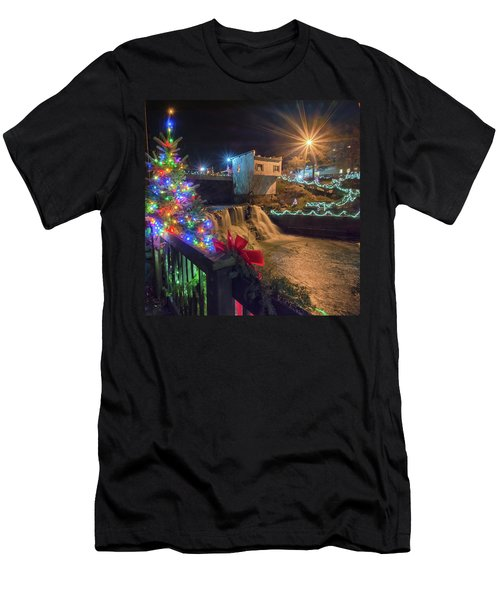 Chagrin Falls At Christmas Men's T-Shirt (Athletic Fit)