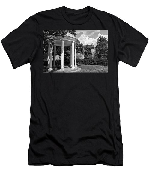 Chapel Hill Old Well In Black And White Men's T-Shirt (Athletic Fit)