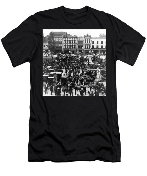 Cheapside Public Square In Lexington - Kentucky - April 7  1920 Men's T-Shirt (Athletic Fit)
