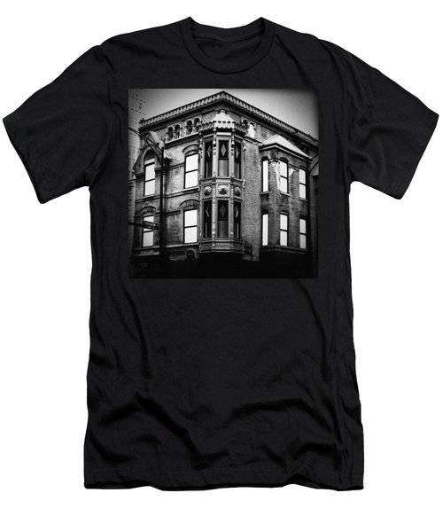 Chicago Historic Corner Men's T-Shirt (Athletic Fit)