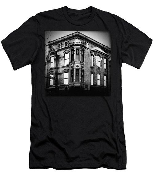 Chicago Historic Corner Men's T-Shirt (Athletic Fit)