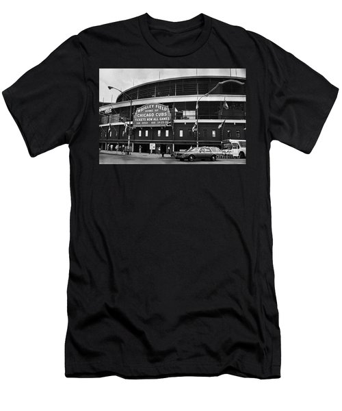 Chicago: Wrigley Field Men's T-Shirt (Athletic Fit)