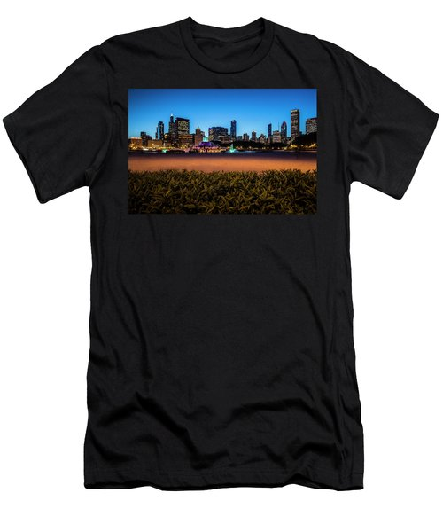 Chicago's Buckingham Fountain At Dusk  Men's T-Shirt (Athletic Fit)