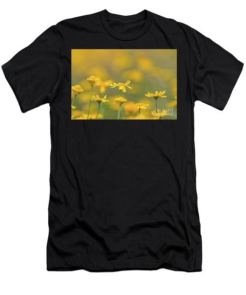 Close Up Of Yellow Flower With Blur Background Men's T-Shirt (Athletic Fit)