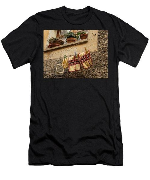 Clothesline In Biot Men's T-Shirt (Athletic Fit)