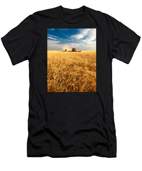 Combines Cutting Wheat Men's T-Shirt (Athletic Fit)
