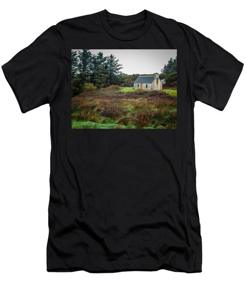 Cottage In The Irish Countryside Men's T-Shirt (Athletic Fit)