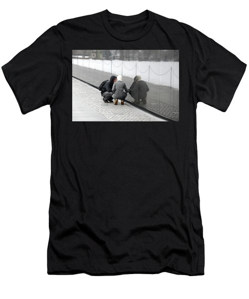 Couple At Vietnam Wall Men's T-Shirt (Athletic Fit)