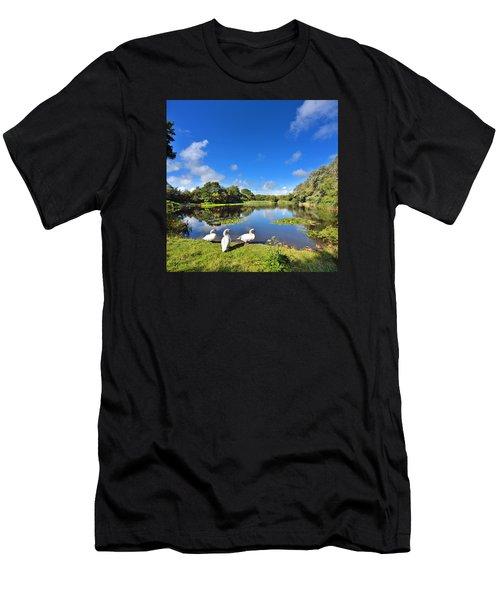 Dafen Pond Men's T-Shirt (Athletic Fit)